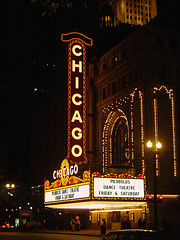 Chicago Theatre at Night (Photo by laffy4k)